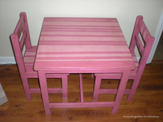 pink table:chairs